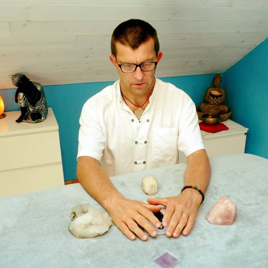 Laurent Dhayer, magnétiseur à Orléans dans le Loiret, vous propose des séances de soins à distances sur photo.